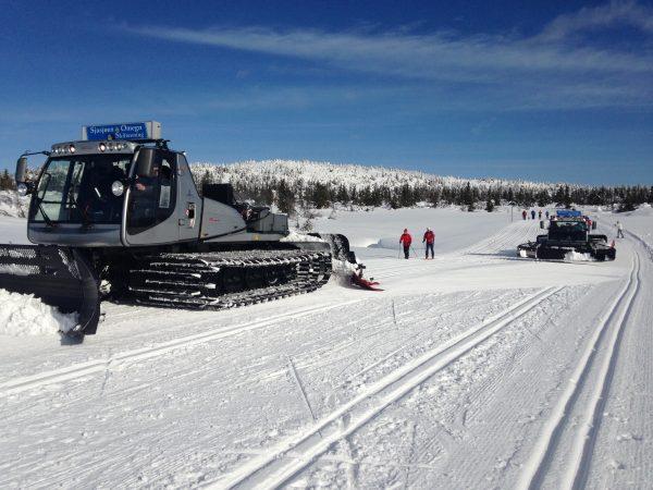 Skiforeningen på Sjusjøen kjører spor over store deler av Ringsakerfjellet